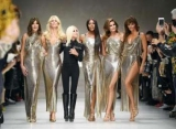 Сінді Кроуфорд і її дочка зустрілися на подіумі: продовження модельної легенди в показі Версаче