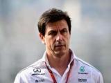Керівник Mercedes не привітав Хемілтона з чемпіонством, тому що був засмучений гонкою